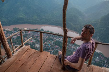 Practical tips for how you can take better travel photos of yourself